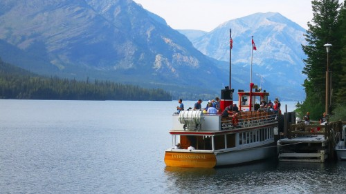 Waterton Sightseeing and Boat Cruise